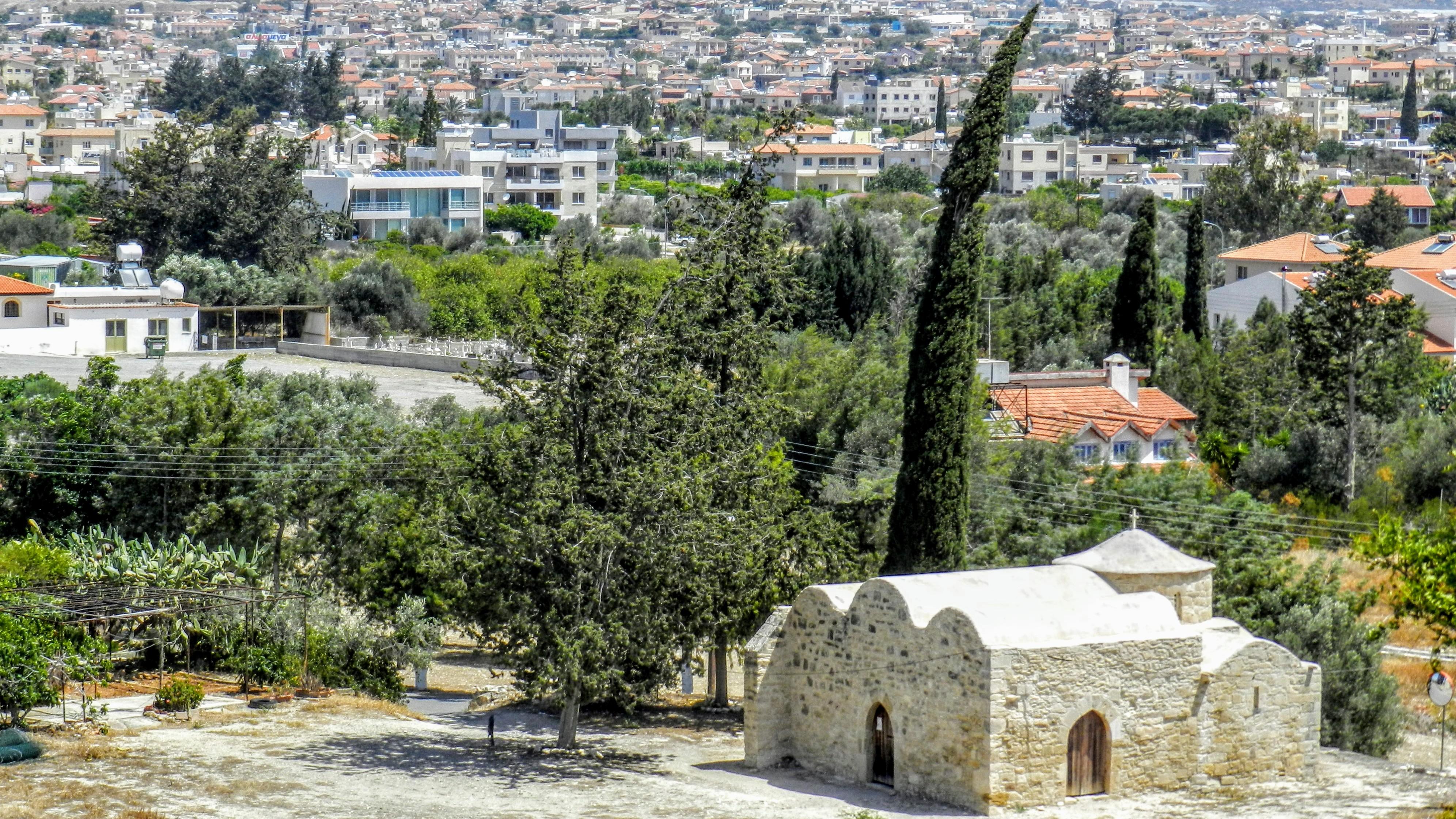 Kościół Agios Efstahios - widok z Zamku